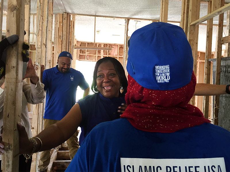 Delores J. Porter hugs each of the volunteers from Islamic Relief USA who worked in her home in Princeville, N.C. RNS photo by Yonat Shimron
