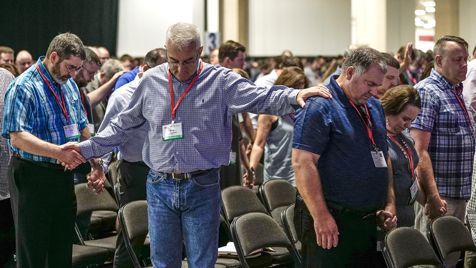 Messengers pray for unity during the first session of the two-day Southern Baptist Convention annual meeting at the Kay Bailey Hutchison Convention Center in Dallas on June 12, 2018. Photo by Adam Covington via Baptist Press