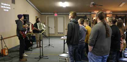 Students worship during CBF Heartland's PAUSE college retreat in February. (Chris Chappell/Windermere Baptist Conference Center)