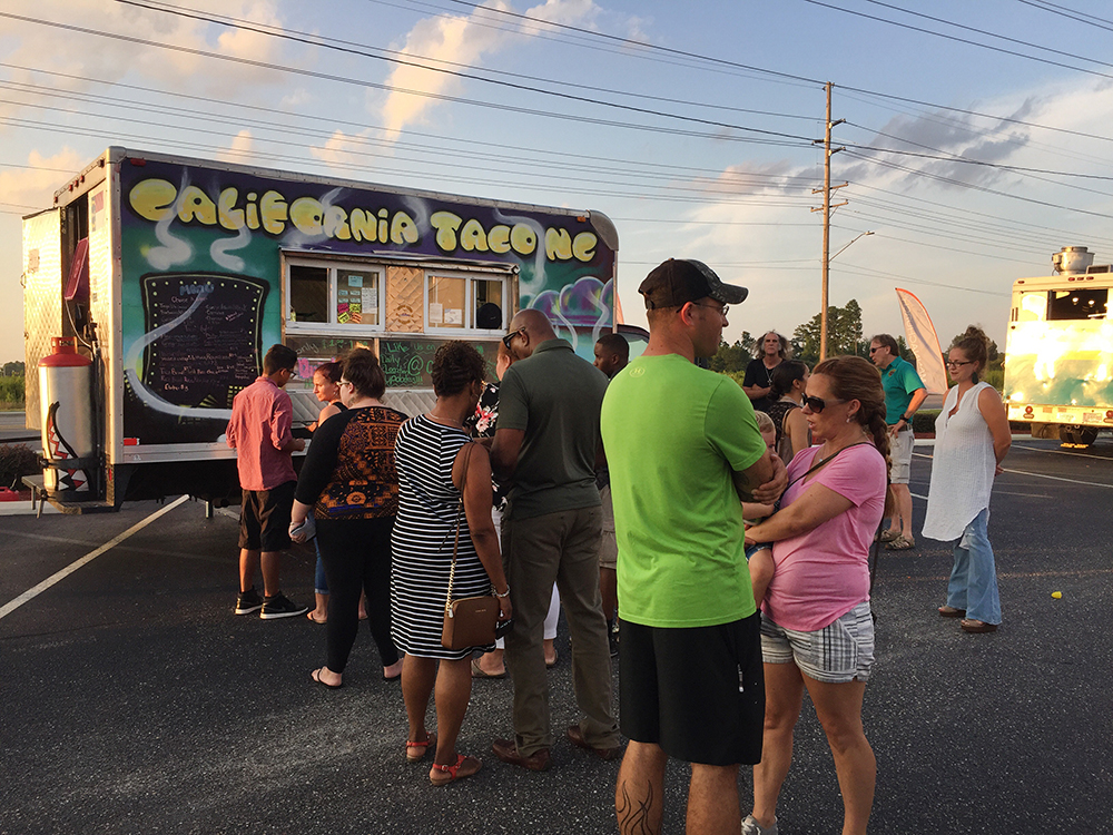 Food trucks are one of the attractions for congregants after Thursday evenings services at Manna Church in Fayetteville, N.C. RNS photo by Yonat Shimron