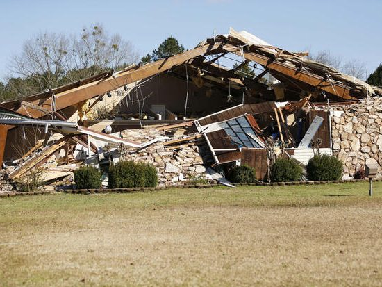 destoyed church after Miss. tornado (AP/CBS)