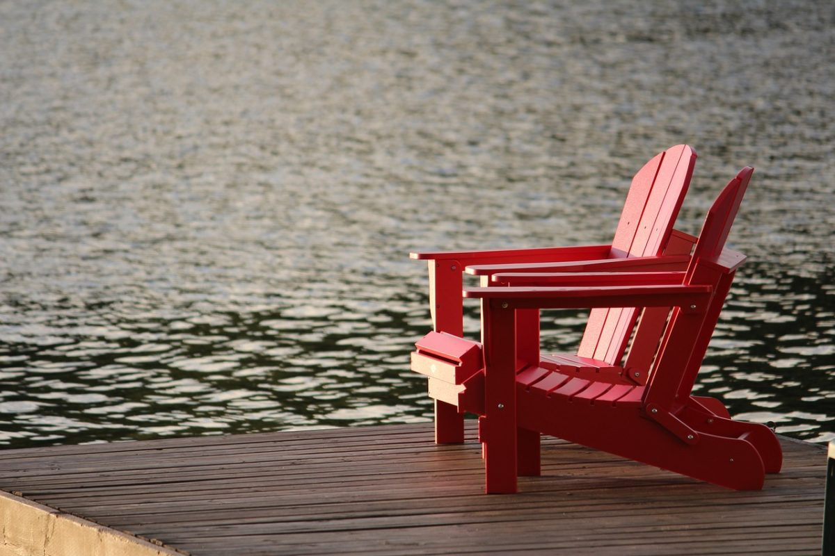 empty deck chair - Image by MonikaDesigns on Pixabay