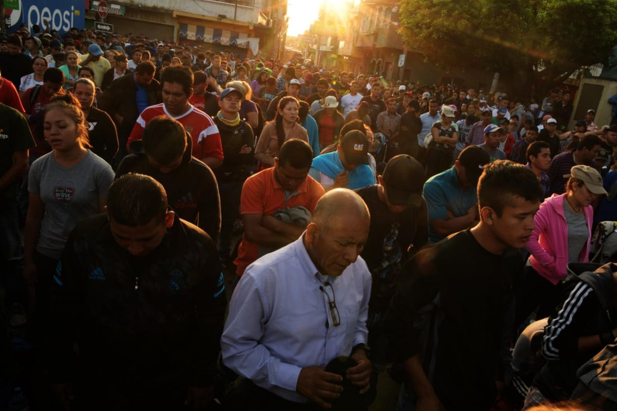 Salvadorean migrants pray (The Guardian)