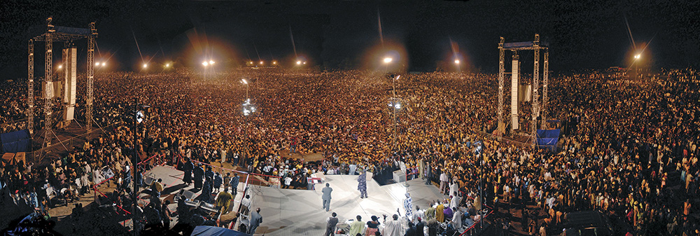 crowd at Africa crusade