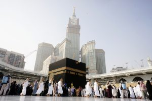Muslim pray at Kaaba