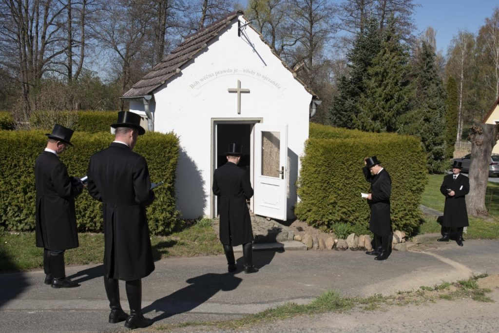 Sorbs sing in front of a German chapel